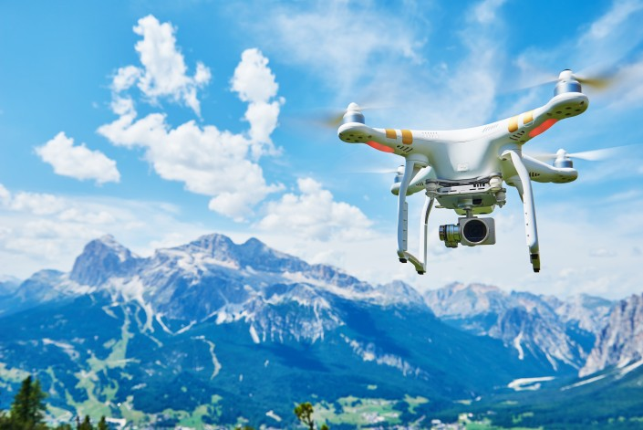 Drone quadrocopter with digital camera / Auteur : Kadmy / © Adobe Stock